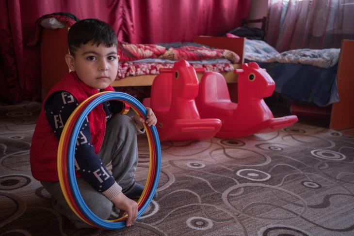 紛争激化により国内避難民となった子ども