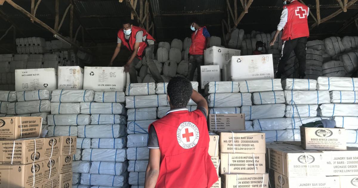 支援物資を準備するICRC