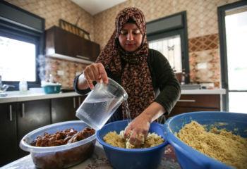 力を合わせれば奇跡は起きる~手を取り合って困難を乗り越えてきたパレスチナの女性たちの物語